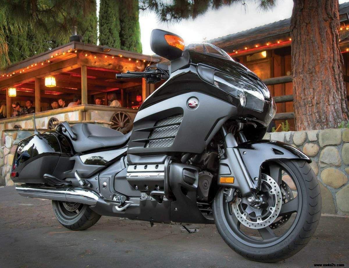 本田金翼六缸摩托车
